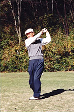 Professor Omura playing golf